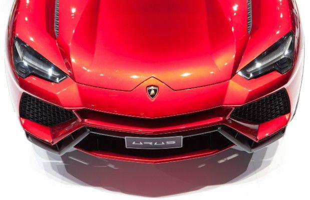 Detalhe da parte frontal da Lamborghini Urus, SUV concept