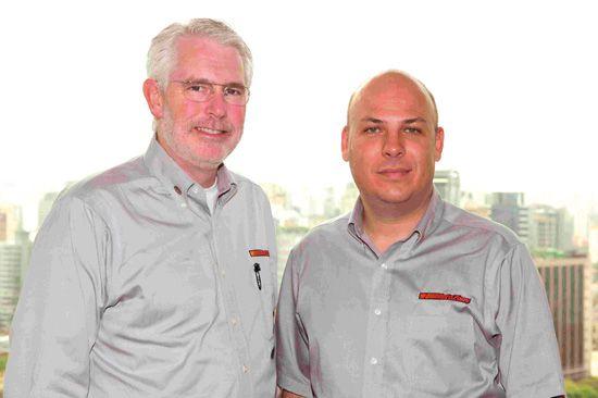 O CEO Bill Rhodes e Maurício Braz, responsável pela AutoZone no Brasil