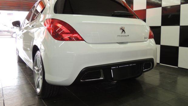 detalhe da lanterna traseira do Peugeot 308 2013