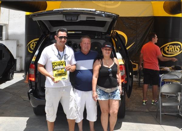 Carlos Eduardo (à esquerda), proprietário da M1 Acessórios Automotivos
