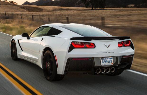 A marcante traseira da Chevrolet Corvette 2015