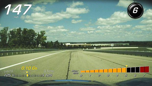 O HUD do Corvette Stingray 2015 inclui acelerômetro, contagiros, velocidade e indicador de marcha