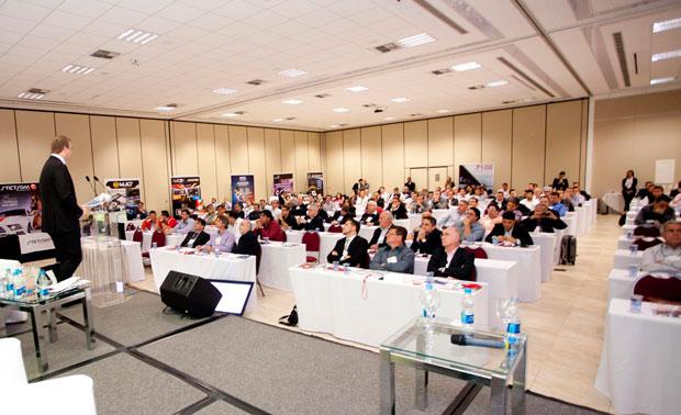 Palestra do consultor Stephan Keese durante o 1º Fórum do Mercado de Som e Acessórios promovido pela revista AutoMOTIVO