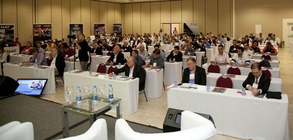 Vista parcial da platéia formada por altos executivos do setor durante o 1º Fórum do Mercado de Som e Acessórios