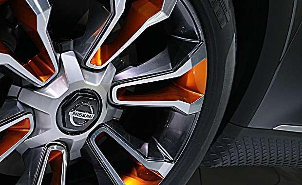 Detalhe da roda e da soleira revestida com borracha texturizada  do Nissan Kicks Concept