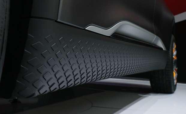 As soleiras das portas do Nissan Kick Concept revestidas em borracha texturizada agregam agressividade e ajudam a transmitir a sensação visual de maior vão livre do solo