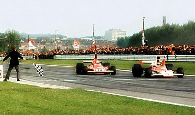 Emerson Fittipaldi ao volante da McLaren M23 com a qual conquistou o bicameonato da Fórmula 1 em 1974