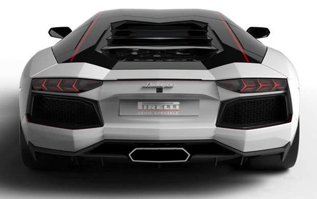 Traseira da Lamborghini Aventador LP 700-4 Pirelli Edition