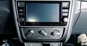 Substituição do sistema de áudio da nova linha Volkswagen G6 com Park Assist