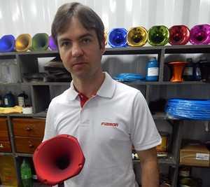 Leo Fiamoncini e cornetas produzidas pela Fiamon