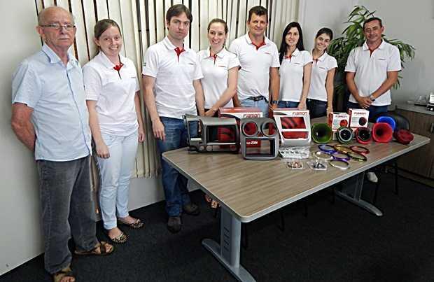 Equipe de administração da Fiamon, fabricante de equipamentos e acessórios para som automotivo