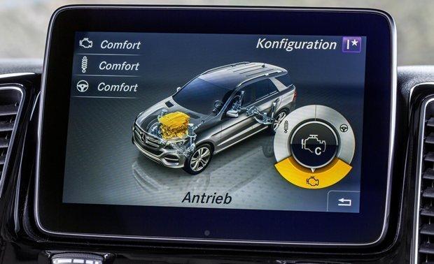 Monitor multifunção da Mercedes-Benz GLE 2016 permite configurar o comportamento dinâmico do SUV