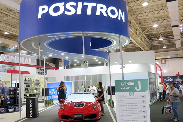 Pósitron som e acessórios automotivos na feira Eletrolarshow