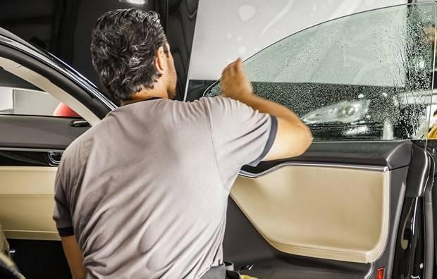 acessórios automotivos - aplicação de pelicula filme em vidro de veiculo