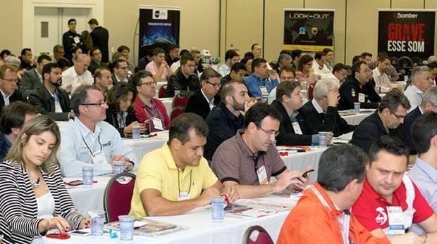 Empresários e executivos participam do 1º Fórum do Mercado de Som e Acessórios, organizado pela revista AutoMOTIVO