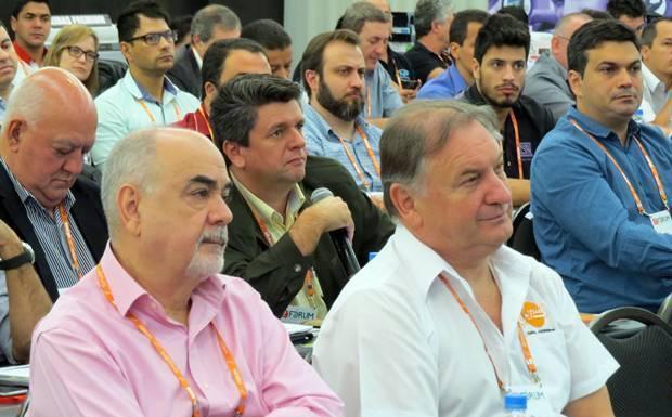 Fornecedor participa de debate durante o 2º Fórum do Mercado de Som e Acessórios