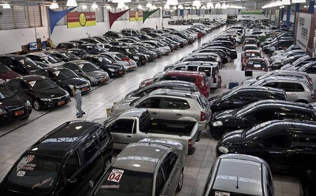 Lojas de carros usados oferecem oportunidade para venda de som e acessórios automotivos