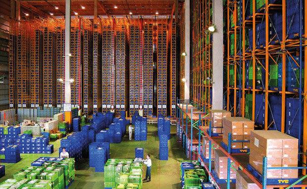 Impressionante armazém de estoque de acessórios automotivos em fábrica de Taiwan