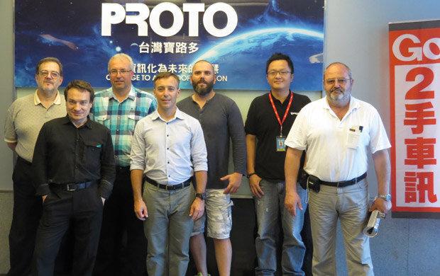 Grupo de jornalistas automotivos que visitou fábricas de acessórios automotivos em Taiwan
