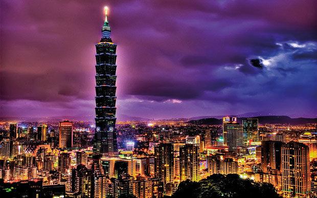 A torre Taipei 101 se destaca na paisagem de Taipei, capital de Taiwan