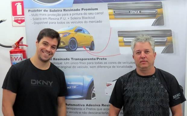 Paulo Renato de Mello e Nilton Santana, diretores da NP Adesivos, fabricante de acessórios automotivos
