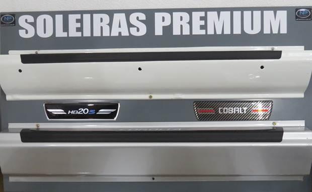 Soleiras Premium produzidas pela NP Adesivos, fabricante de acessórios automotivos