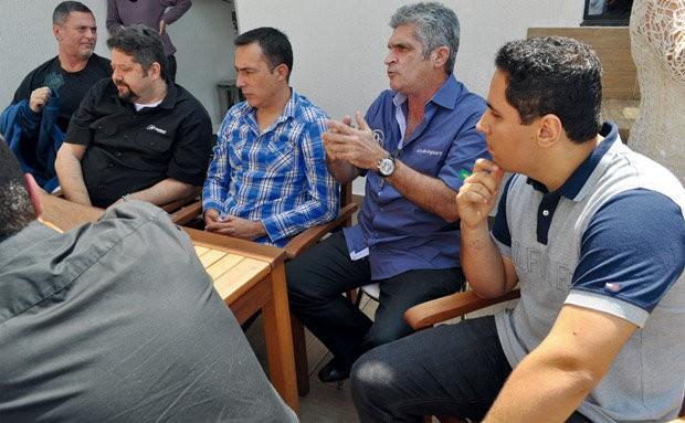 Reunião do Grupo SQ Brasil, focado em som automotivo de qualidade high-end