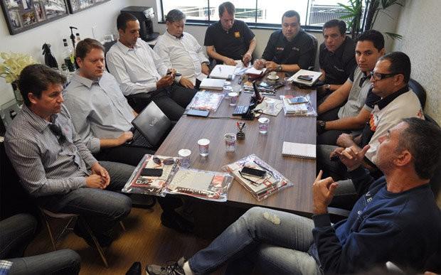 Reunião do Guro SQ Brasil, focado em som automotivo de qualidade high-end