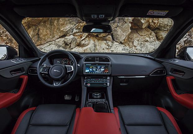 O bem projetado interior do Jaguar F-Pace alia luxo e design para oferecer conforto e controle total para o motorista