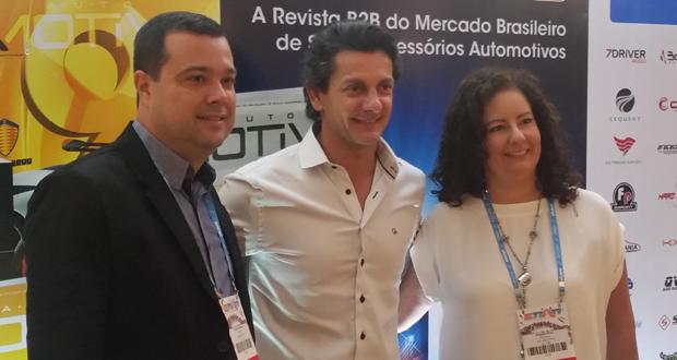 César (centro), do programa Auto Esporte, em sua visita ao ENAN