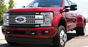 F-450 Super Duty Platinum: Porte de caminhão, pegada de pick-up