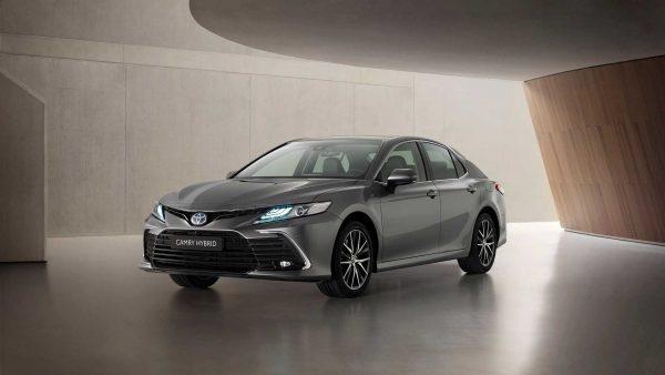 Toyota Camry híbrido ganha reestilização nos EUA