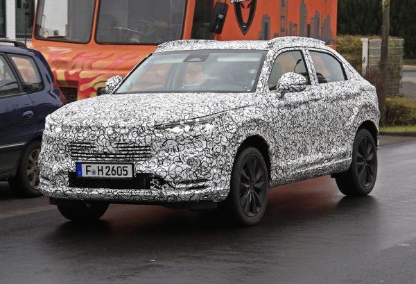 Novo Honda HR-V é flagrado na Europa